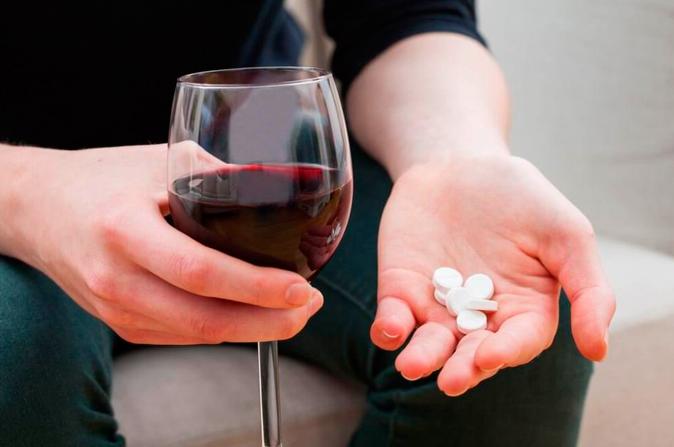Омепразол при гастрите: инструкция по применению и отзывы о таблетках, сколько раз пить при атрофическом заболевании и доза препарата
